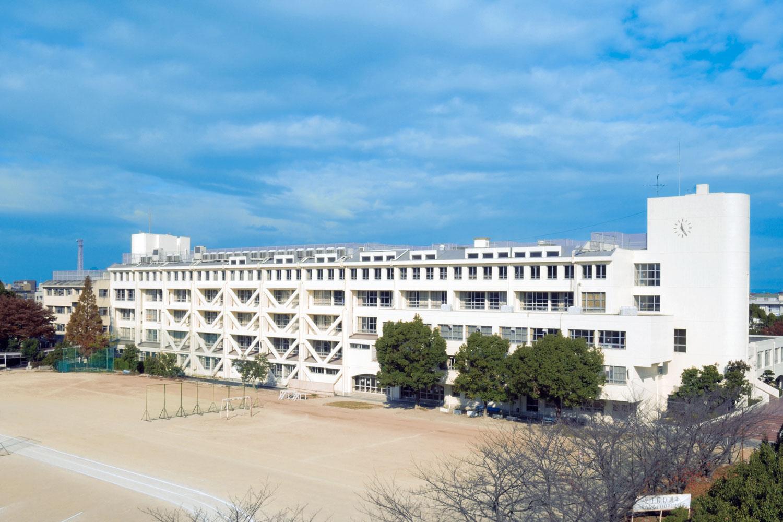 大学 志学 館